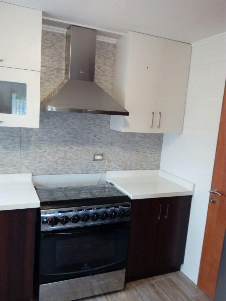 Proyecto cocina cubierta cuarzo blanco muebles adecor for Proyecto cocina